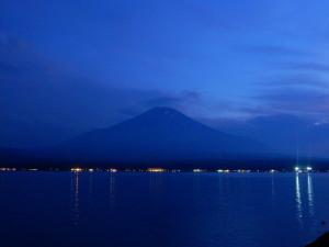 Fujisan_the_lake_Yamanakako.jpg